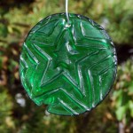 Green recycled bottle glass star suncatcher